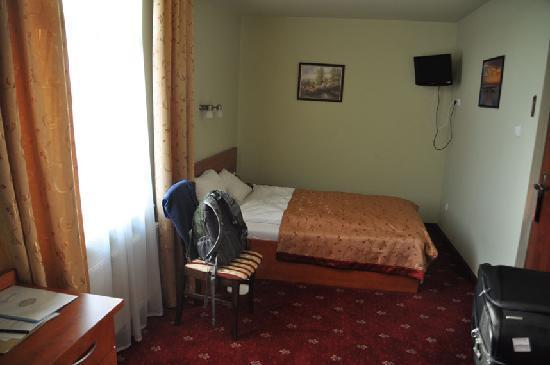 Hotel Maksymilian: clean decent room