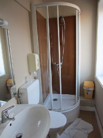 """Hôtel l'Aiguille Creuse: La """"salle de bain"""""""