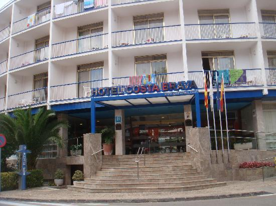 Hotel GHT Costa Brava: Front of the Hotel