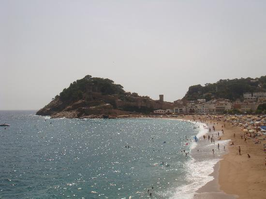 Hotel GHT Costa Brava: Tossa - Main Beach with 12th Century Castle in background