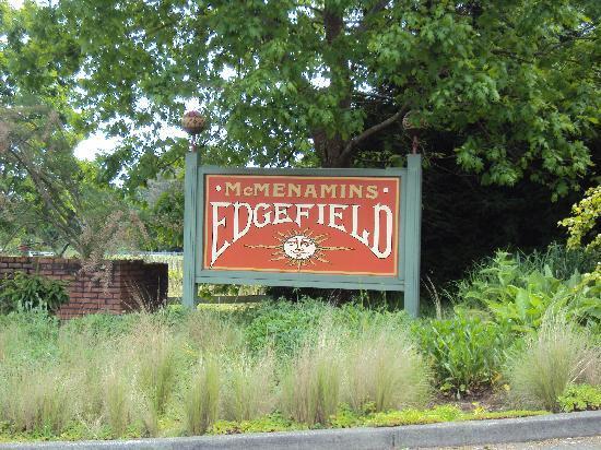 McMenamins Edgefield: The main entrance
