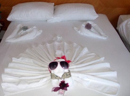 Sunrise Hotel: The maid's artistic talents!