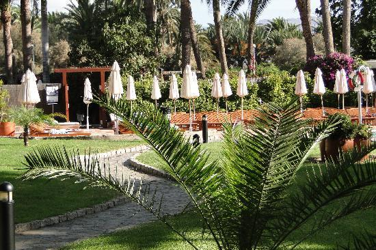 Seaside Palm Beach: Extensive gardens