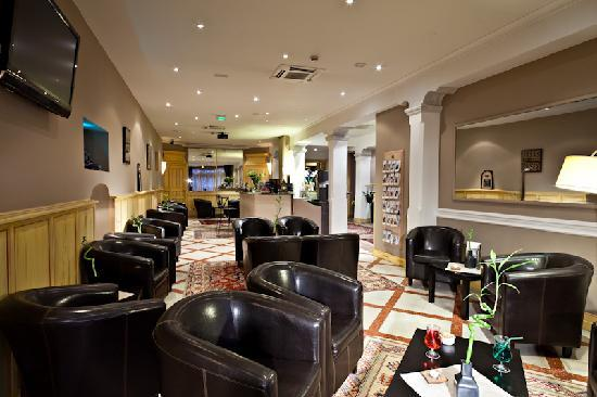 BEST WESTERN Le Comtadin : Bar Lounge