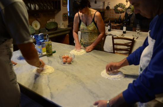 Palazzo Leopoldo Dimora Storica & Spa : making pasta