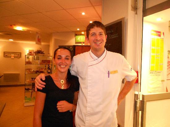 Le Club Mougins : Cedric has a happy assistant at Bistro 21