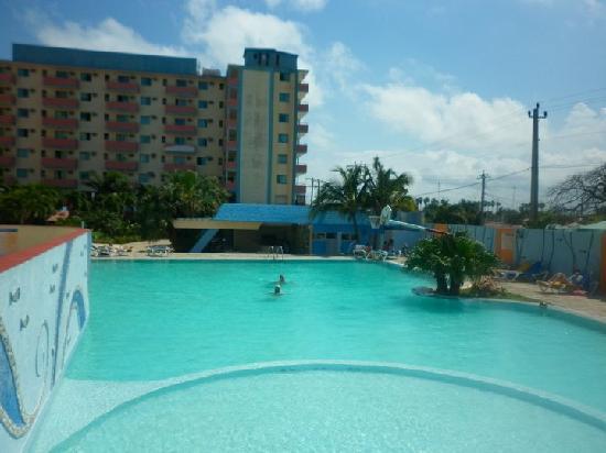 Hotel Sunbeach Y Piscina