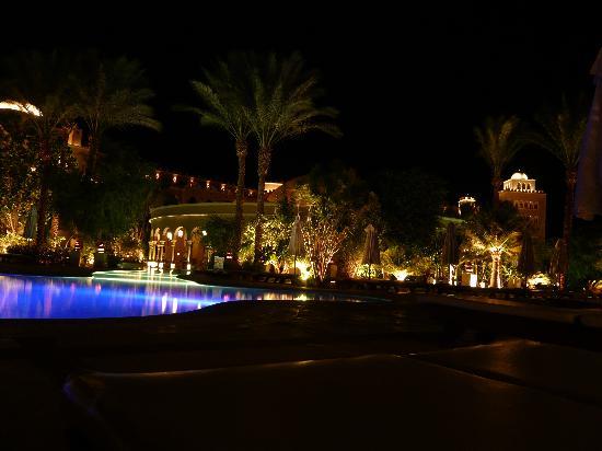 โรงแรมมาคาดี พาเลส: am Pool