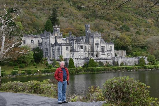 Kylemore Abbey & Victorian Walled Garden: Everybody's tourist shot of the mansion
