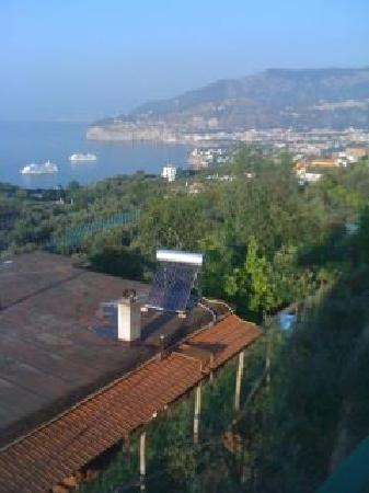 ‪إلنيدو: Sorrento view from our balcony‬