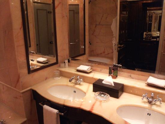 柏靈麗思卡爾頓酒店張圖片