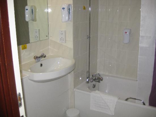Motel En Suite Bathrooms: PREMIER INN KNUTSFORD (MERE) HOTEL