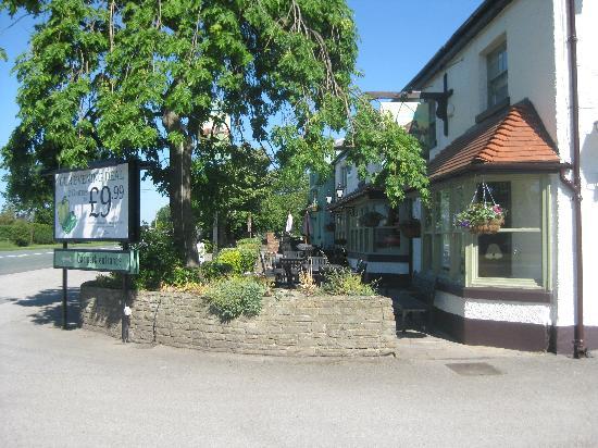 Premier Inn Knutsford (Mere) Hotel: Kilton Pub