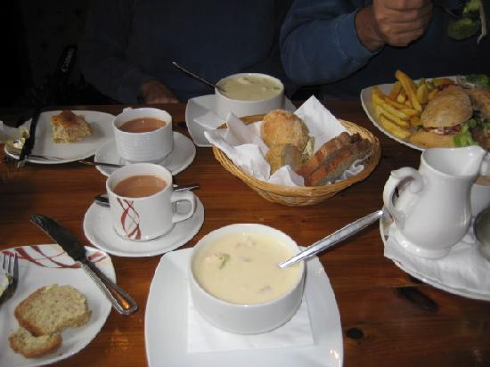 Hylands Burren Hotel: You have to try Mick's Chowder!