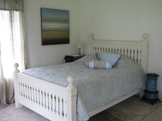 Executive Cottages : Cottage 7 Queen bed