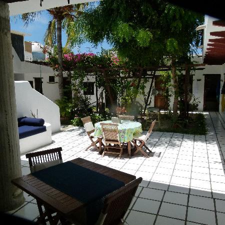 Posada La Terraza: Acogedor patio donde se puede comer