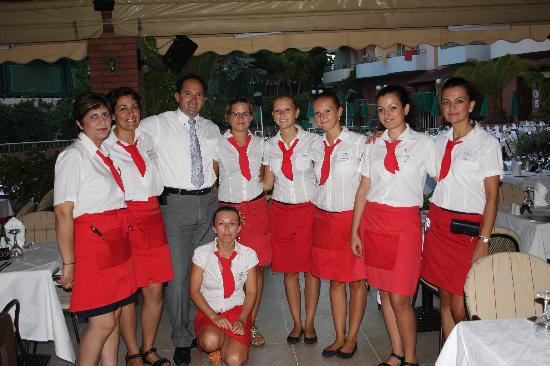 Bio Suites Hotel: Manolis and some of his staff