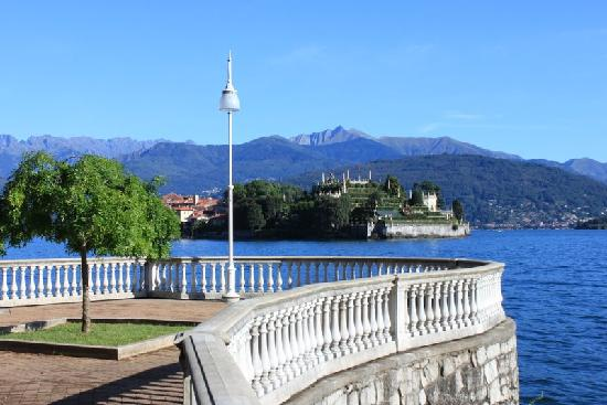 Hotel Flora - Stresa : Lakeside promenade at Stresa