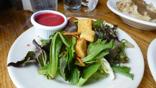 O'Brien's Pub & Grill: lovely fresh tasty side salad