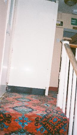 Victoria Hotel: the landing showing the marked paintwork and poor quality decor