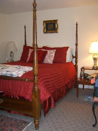 The Tuck Inn B&B: Our room