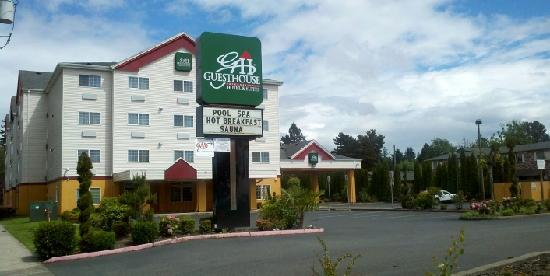 GuestHouse Inn & Suites Portland / Gresham: Exterior