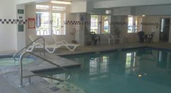 GuestHouse Inn & Suites Portland / Gresham: Pool Areas