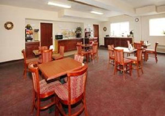 GuestHouse Inn & Suites Portland / Gresham: Breakfast Area