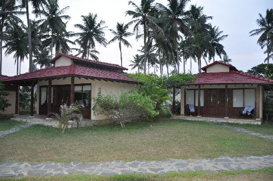 Weligama Bay Resort: Outside villa