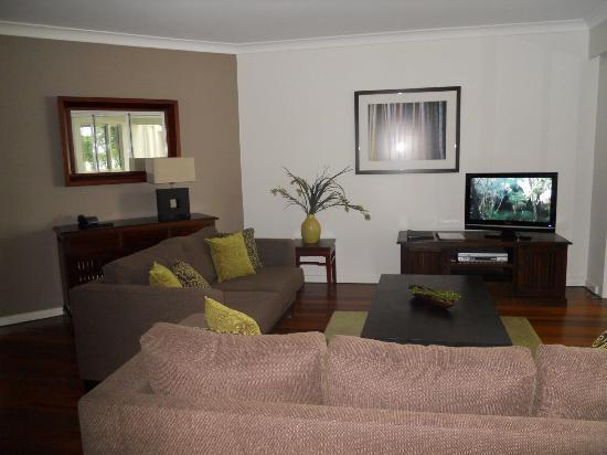 BeachView Apartments at Villa Paradiso: Standard Lounge