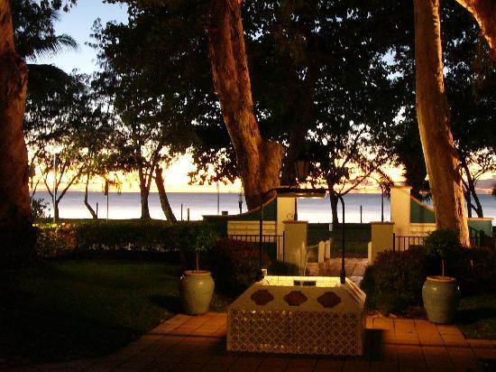 BeachView Apartments at Villa Paradiso: Peaceful Autumn Dawn