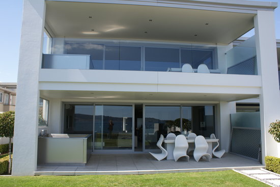 Sacred Waters Taupo Luxury Apartments: The lounge area