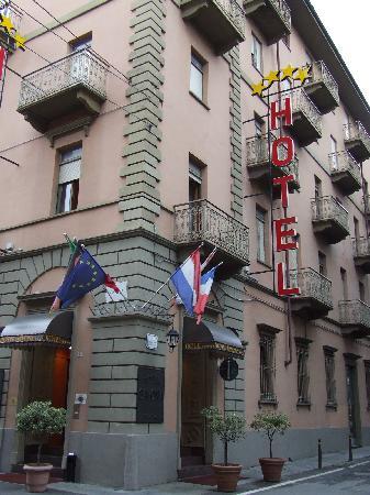 Hotel Savona: Hotel Entrance
