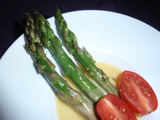 Lolo Lorena: Asparagus with Hollandaise