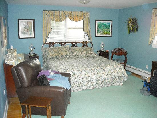 Fundy Heights B&B: Loved the King-sized bed and the extra large room!