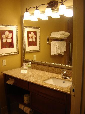Country Inn & Suites by Radisson, Harrisburg at Union Deposit Road, PA: Bathroom