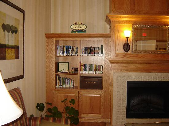 "Country Inn & Suites By Carlson, Harrisburg at Union Deposit Road: The ""Library"" in the lobby"