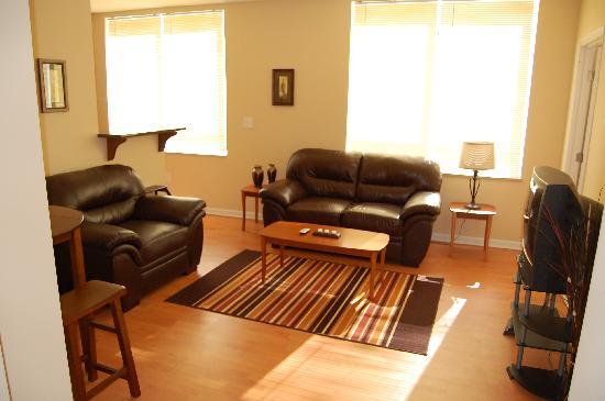 Kings Way Corporate Housing : Living room