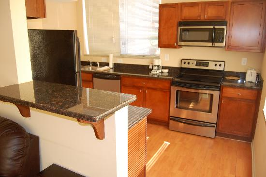 Kings Way Corporate Housing : Full size kitchen