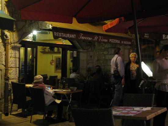 Taverne St Veran: outdoor dining