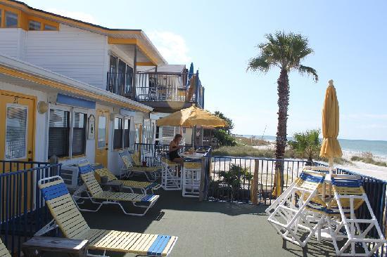 Indian Shores, FL: Liegen direkt vor der Zimmertür