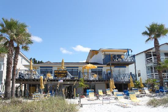 Sun Burst Inn: Ansicht vom Strand
