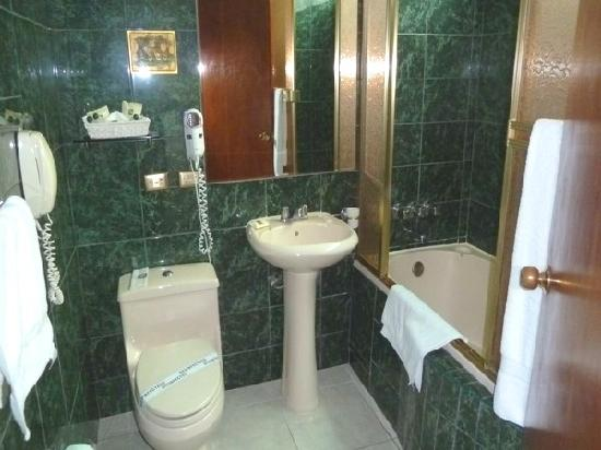 Miraflores Colon  Hotel: Bathroom 1