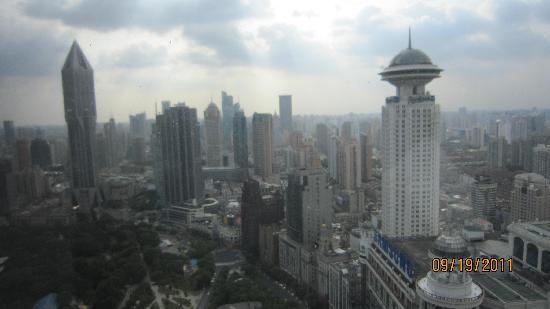 โรงแรมเลอ รอยัล เมอริเดียน เซี่ยงไฮ้: View is awesome!