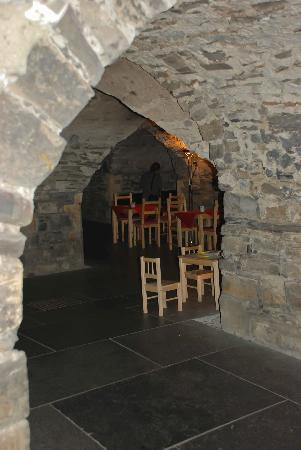 Foxy Friars Coffee Shop: Located deep in the crypts