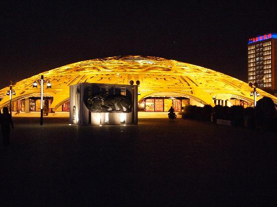 Tieniu Hotel: Beautiful dome shaped shopping complex opposite the hotel