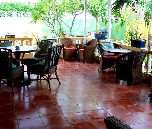 Buffam's Tropical Haven: Porch