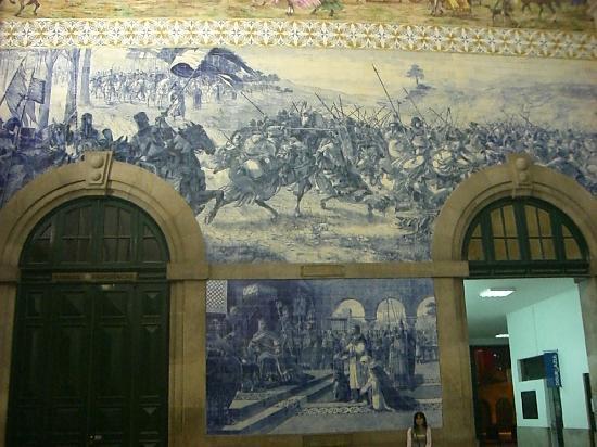 Hotel Peninsular: サンベント駅のアズレージョ