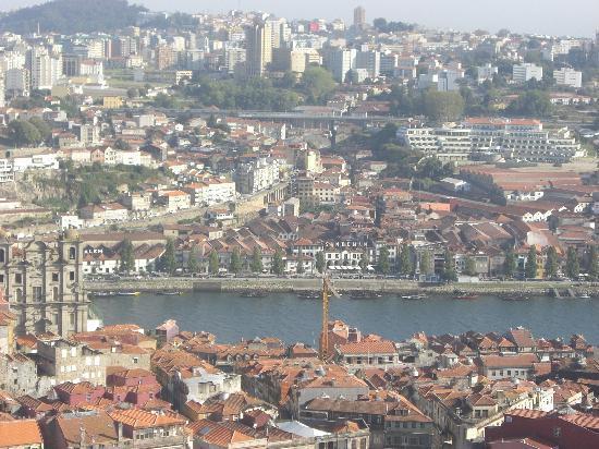 Hotel Peninsular: グレリゴスの塔からノヴァ・デ・ガイヤの眺め