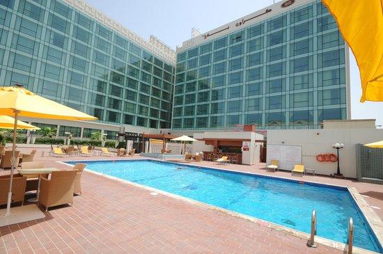 Crowne Plaza Jeddah: the swimming pool
